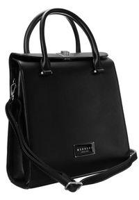 Kuferek damski czarny Monnari BAG2530-M20. Kolor: czarny. Wzór: gładki. Materiał: skórzane. Styl: elegancki