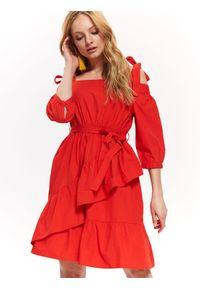 Czerwona sukienka TOP SECRET casualowa, z odkrytymi ramionami, na lato