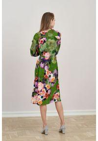 Marie Zélie - Sukienka Lila Botha. Typ kołnierza: dekolt w kształcie V. Materiał: tkanina, wiskoza. Typ sukienki: proste