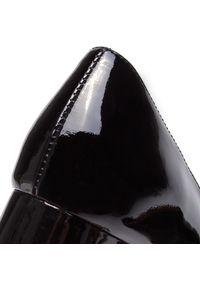 Czarne półbuty sagan z aplikacjami, na średnim obcasie, z cholewką