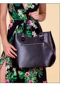 ROVICKY - Włoska torebka skórzana czarna Rovicky TWR-46. Kolor: czarny. Materiał: skórzane. Styl: klasyczny, elegancki. Rodzaj torebki: na ramię