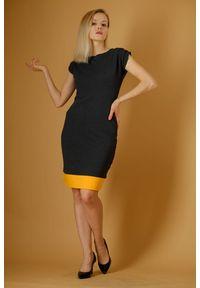 Szara sukienka Hultaj Polski na lato, w kolorowe wzory, mini, elegancka