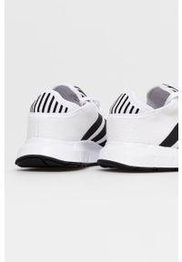 adidas Originals - Buty Swift Run X. Nosek buta: okrągły. Zapięcie: sznurówki. Kolor: biały. Materiał: guma. Sport: bieganie