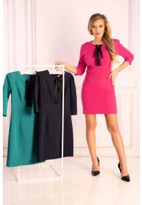 Merribel - Fuksja Ołówkowa Sukienka z Ozdobnymi Czarnymi Zdobieniami. Kolor: wielokolorowy, różowy, czarny. Materiał: poliester. Wzór: aplikacja. Typ sukienki: ołówkowe