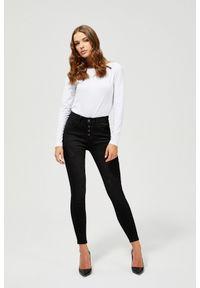 MOODO - Jeansy push up z przetarciami. Stan: podwyższony. Długość: długie. Wzór: gładki