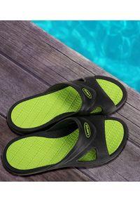 LANO - Klapki męskie basenowe Lano KL-5-0401-J Czarne. Okazja: na plażę. Zapięcie: bez zapięcia. Kolor: czarny. Materiał: guma. Obcas: na obcasie. Wysokość obcasa: niski. Sport: pływanie