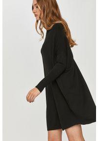 Czarna sukienka Answear Lab na co dzień, mini