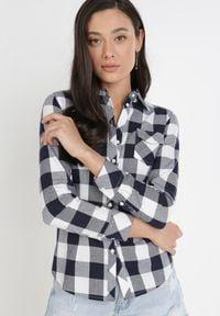Born2be - Granatowo-Biała Koszula Kaththise. Kolor: niebieski. Długość rękawa: długi rękaw. Długość: długie. Wzór: gładki, aplikacja