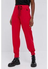 Liviana Conti - Spodnie. Kolor: czerwony. Materiał: dzianina