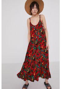 medicine - Medicine - Sukienka Tropical Chaos. Kolor: czerwony. Długość rękawa: na ramiączkach. Typ sukienki: rozkloszowane