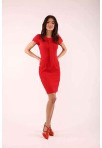 Nommo - Czerwona Dopasowana Sukienka z Krawatką. Kolor: czerwony. Materiał: wiskoza, poliester