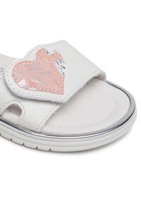 Białe sandały Primigi na lato, z aplikacjami
