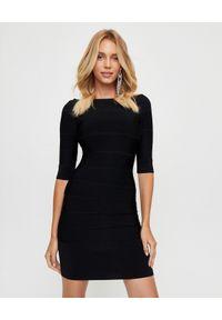 HERVE LEGER - Czarna sukienka Off-the-Shoulder. Kolor: czarny. Materiał: materiał. Typ sukienki: kopertowe. Styl: klasyczny, wizytowy, elegancki. Długość: mini