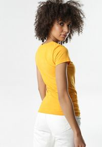 Born2be - Żółty T-shirt Gathanthei. Kolor: żółty