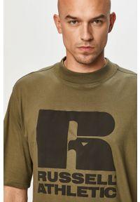 Oliwkowy t-shirt Russell Athletic na co dzień, casualowy, z nadrukiem