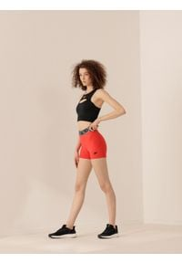 4f - Spodenki treningowe damskie Anna Lewandowska x 4F. Kolor: czerwony. Materiał: materiał. Wzór: nadruk, gładki. Sport: fitness