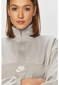 Nike Sportswear - Bluza. Okazja: na co dzień. Kolor: szary. Długość rękawa: długi rękaw. Długość: długie. Wzór: nadruk. Styl: casual