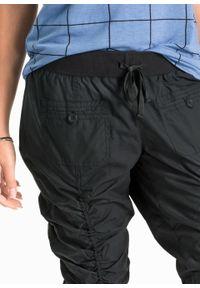 Wygodne spodnie rybaczki bonprix czarny. Kolor: czarny