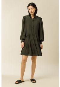 IVY & OAK - Sukienka Marla. Kolor: zielony. Materiał: materiał. Długość rękawa: długi rękaw
