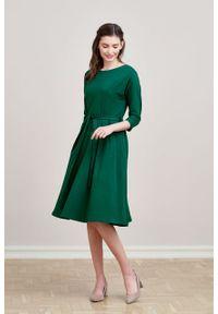 Marie Zélie - Sukienka Anastazja ciemnozielona. Kolor: zielony. Materiał: bawełna, dzianina, materiał, elastan, skóra. Typ sukienki: rozkloszowane. Styl: klasyczny