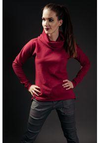 Czerwona bluza Hultaj Polski z kapturem, w kolorowe wzory, krótka