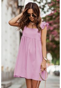 IVON - Krótka Sukienka na Szerokich Ramiączkach z Falbankmi - Różowa. Kolor: różowy. Materiał: elastan. Długość rękawa: na ramiączkach. Długość: mini