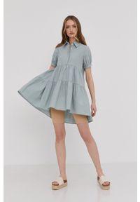 Answear Lab - Sukienka. Kolor: turkusowy. Materiał: tkanina. Długość rękawa: krótki rękaw. Wzór: gładki. Typ sukienki: rozkloszowane. Styl: wakacyjny