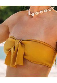 SUSAN SWIMWEAR - Góra od bikini Bow Sand. Kolor: żółty. Materiał: satyna, tkanina. Wzór: aplikacja