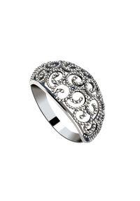 Polcarat Design - Srebrny pierścionek oksydowany PK 2083. Materiał: srebrne. Kolor: srebrny. Wzór: ażurowy