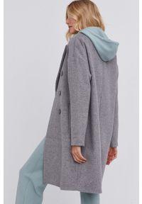 Answear Lab - Płaszcz z domieszką wełny. Kolor: szary. Materiał: wełna. Wzór: gładki. Styl: wakacyjny