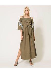 TwinSet - TWINSET - Maxi sukienka khaki z odkrytymi ramionami. Okazja: na imprezę. Kolor: zielony. Materiał: bawełna. Wzór: haft. Typ sukienki: z odkrytymi ramionami. Długość: maxi