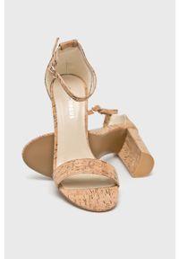Brązowe sandały Glamorous na klamry