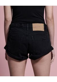 ONETEASPOON - Czarne spodenki Bandits. Okazja: na plażę. Stan: obniżony. Kolor: czarny. Materiał: jeans. Wzór: aplikacja. Styl: klasyczny, wakacyjny