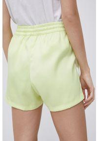 adidas Originals - Szorty. Kolor: żółty. Materiał: tkanina, materiał