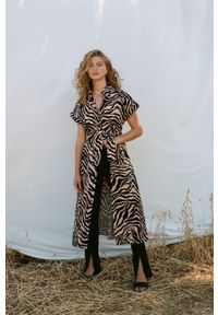 mango - Mango - Sukienka bawełniana PATAGON. Kolor: brązowy. Materiał: bawełna. Długość rękawa: krótki rękaw. Typ sukienki: rozkloszowane