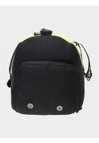 Zielona torba podróżna outhorn sportowa