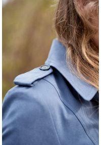 Marie Zélie - Trencz Adria bawełna z elastanem szarobłękitny. Kolor: niebieski. Materiał: bawełna, elastan. Sezon: lato. Styl: klasyczny #10