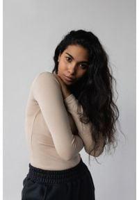 Marsala - Dopasowany top z długim rękawem w kolorze CLASSIC BEIGE - MOODY BY MARSALA. Materiał: prążkowany, materiał, bawełna, elastan. Długość rękawa: długi rękaw. Długość: długie