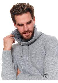 Beżowy sweter TOP SECRET z golfem, na wiosnę, długi, w kolorowe wzory