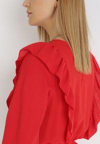 Born2be - Czerwona Sukienka Winryna. Typ kołnierza: dekolt gorset, kołnierz z falbankami. Kolor: czerwony. Długość rękawa: długi rękaw. Typ sukienki: gorsetowe. Długość: mini
