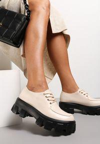 Renee - Beżowe Półbuty Kephea. Wysokość cholewki: przed kostkę. Nosek buta: okrągły. Kolor: beżowy. Materiał: jeans. Szerokość cholewki: normalna. Obcas: na obcasie. Styl: klasyczny. Wysokość obcasa: średni