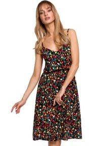 MOE - Sukienka na cienkich ramiączkach w kwiaty. Okazja: na co dzień. Materiał: tkanina. Długość rękawa: na ramiączkach. Wzór: kwiaty. Sezon: lato. Styl: casual