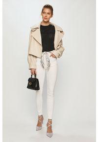 Białe jeansy Guess gładkie