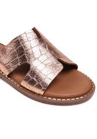 Tamaris - Klapki TAMARIS - 1-27135-26 Rose Gold Croc 979. Kolor: różowy. Materiał: skóra. Sezon: lato