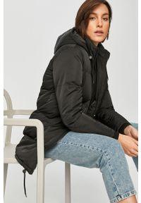 Czarna kurtka Answear Lab wakacyjna, na co dzień
