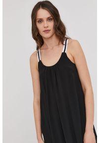 Czarna sukienka Answear Lab rozkloszowana, na co dzień