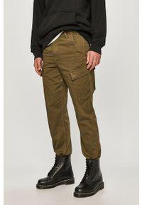 Oliwkowe spodnie Levi's® na spotkanie biznesowe, biznesowe, gładkie