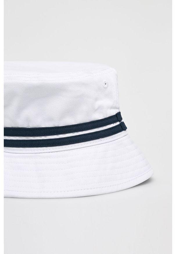 Biały kapelusz Ellesse