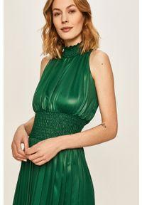 Zielona sukienka Answear Lab wakacyjna, bez rękawów