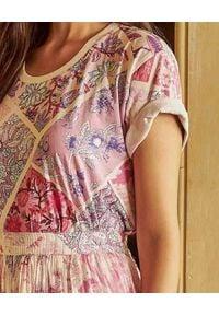HEMANT & NANDITA - Wzorzysta koszulka z krótkim rękawem. Okazja: na co dzień. Kolor: różowy, fioletowy, wielokolorowy. Materiał: jeans, materiał. Długość rękawa: krótki rękaw. Długość: krótkie. Wzór: kwiaty, nadruk. Styl: casual